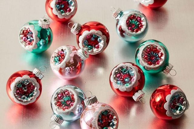 10 Vintage Christmas Decorations That Are Making A Big