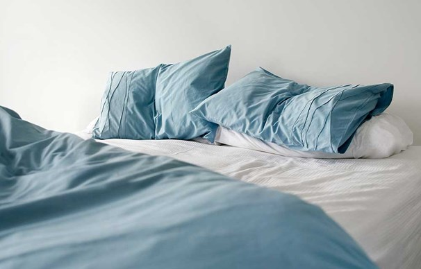 How To Wash And Whiten Pillows The Hier Homemaker
