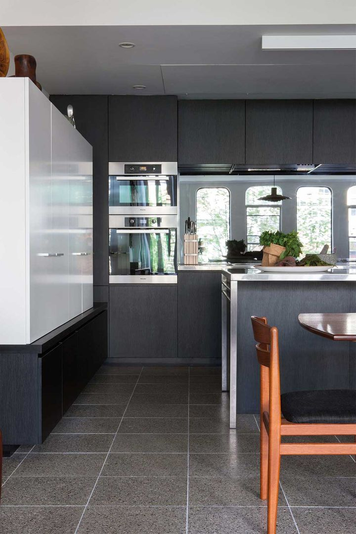 7 Great Ideas For A Black And White Kitchen Home Beautiful
