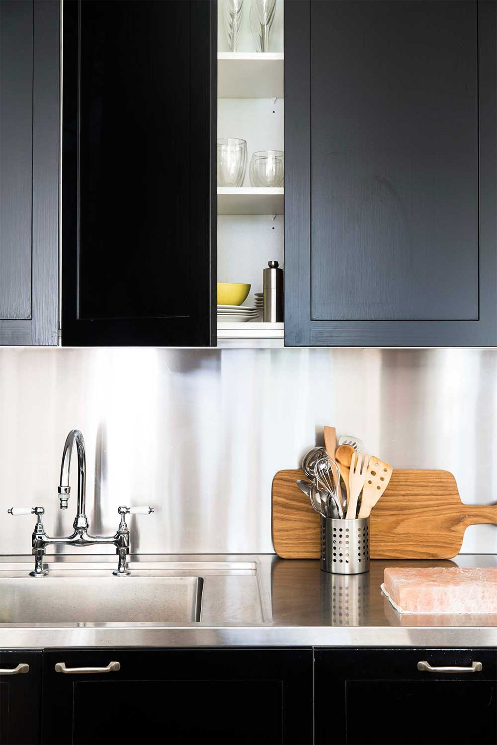 7 great ideas for a black and white kitchen