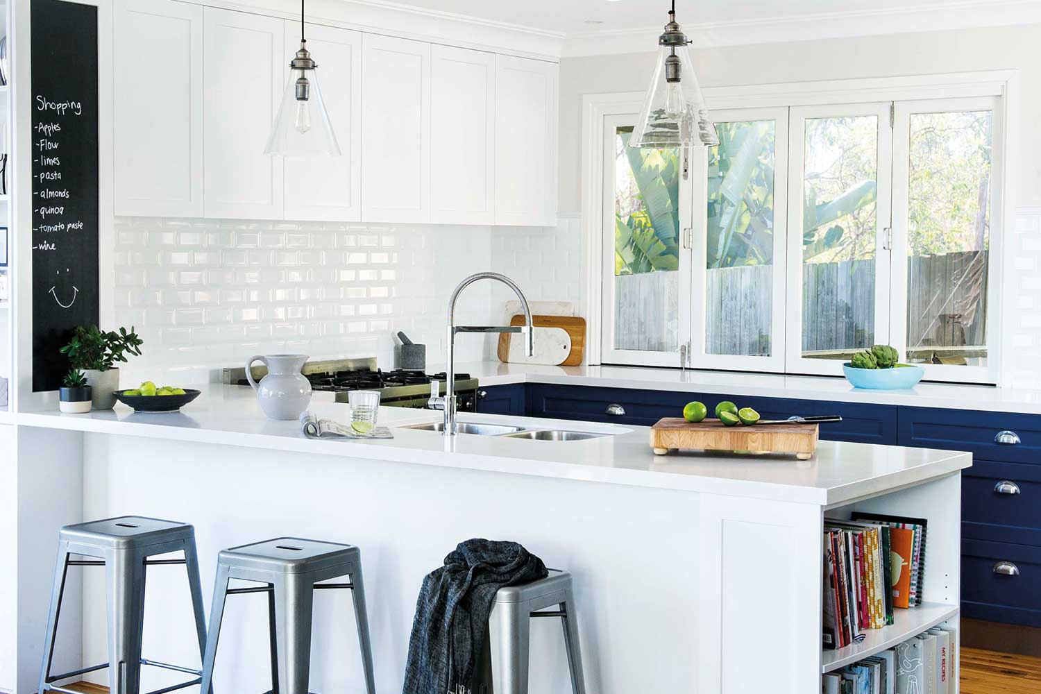 subway tile ideas kitchen 5 kitchens that use white subway tiles home beautiful 22224