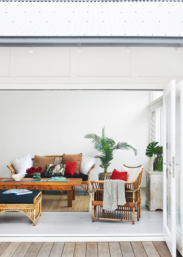 A light touch a sydney beach home reaches new style for Sunroom extensions sydney